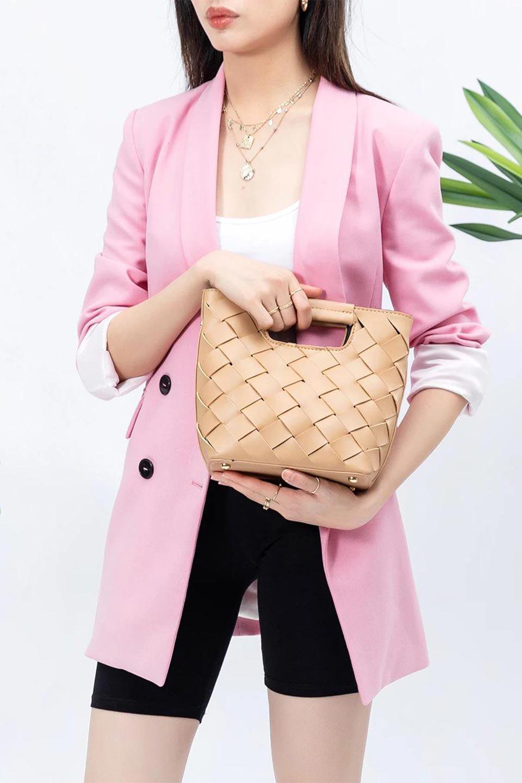 meliebiancoのEllen(Nude)2Way・編み込みハンドバッグ/海外ファッション好きにオススメのインポートバッグとかばん、MelieBianco(メリービアンコ)のバッグやハンドバッグ。可愛い大きさの編み込みハンドバッグ。しっとりとしたプレミアム・ビーガンレザーをメッシュ状に編み込んだ2Wayタイプ。/main-13