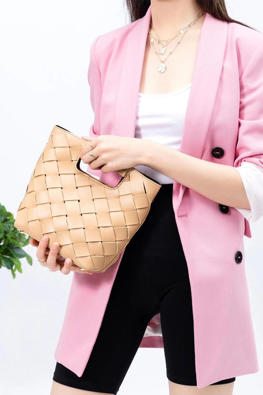 meliebiancoのEllen(Nude)2Way・編み込みハンドバッグ/海外ファッション好きにオススメのインポートバッグとかばん、MelieBianco(メリービアンコ)のバッグやハンドバッグ。可愛い大きさの編み込みハンドバッグ。しっとりとしたプレミアム・ビーガンレザーをメッシュ状に編み込んだ2Wayタイプ。/main-15