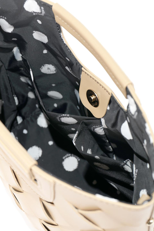 meliebiancoのEllen(Nude)2Way・編み込みハンドバッグ/海外ファッション好きにオススメのインポートバッグとかばん、MelieBianco(メリービアンコ)のバッグやハンドバッグ。可愛い大きさの編み込みハンドバッグ。しっとりとしたプレミアム・ビーガンレザーをメッシュ状に編み込んだ2Wayタイプ。/main-9