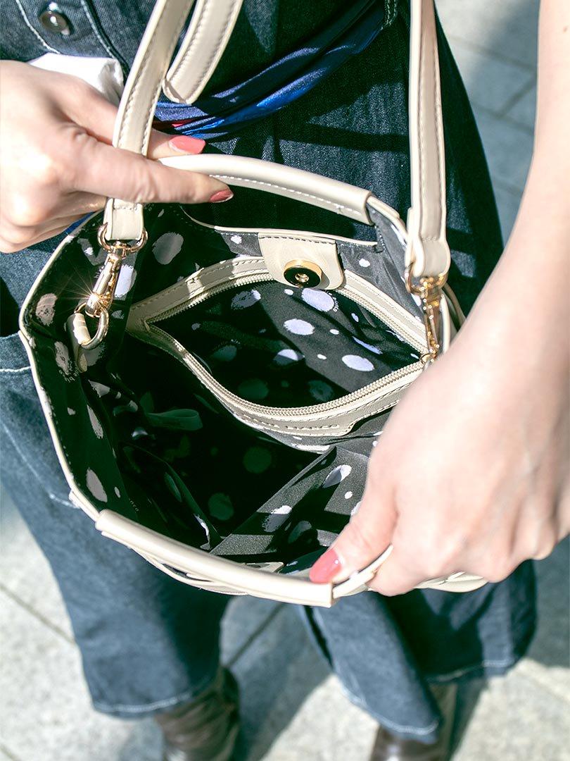 meliebiancoのEllen(Bone)2Way・編み込みハンドバッグ/海外ファッション好きにオススメのインポートバッグとかばん、MelieBianco(メリービアンコ)のバッグやハンドバッグ。可愛い大きさの編み込みハンドバッグ。しっとりとしたプレミアム・ビーガンレザーをメッシュ状に編み込んだ2Wayタイプ。/main-19