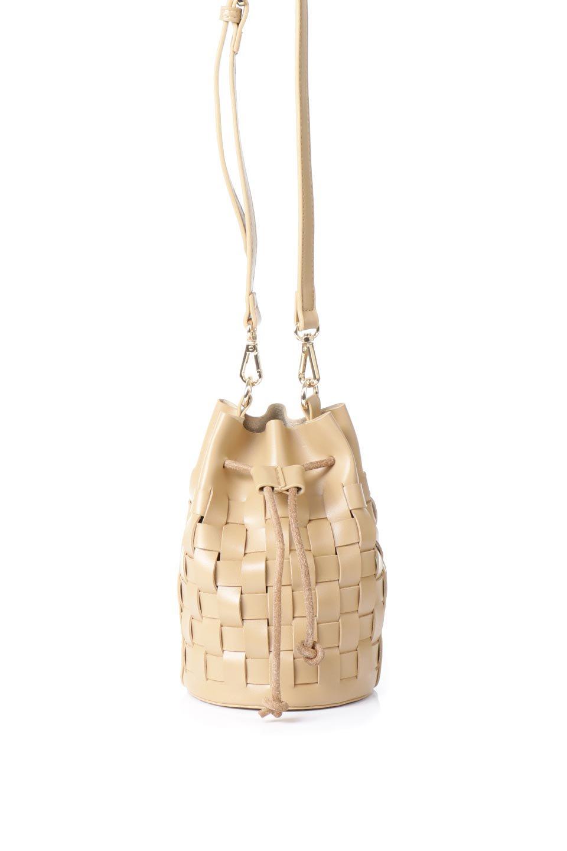 meliebiancoのJody(Nude)編み込み・巾着ミニショルダーバッグ/海外ファッション好きにオススメのインポートバッグとかばん、MelieBianco(メリービアンコ)のバッグやショルダーバッグ。iPhoneと最小限の持ち物だけでお出かけするのにぴったりな巾着バッグ。大きな財布が必要ないキャッシュレス世代にお勧めのコンパクトサイズのショルダーバッグです。