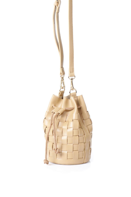 meliebiancoのJody(Nude)編み込み・巾着ミニショルダーバッグ/海外ファッション好きにオススメのインポートバッグとかばん、MelieBianco(メリービアンコ)のバッグやショルダーバッグ。iPhoneと最小限の持ち物だけでお出かけするのにぴったりな巾着バッグ。大きな財布が必要ないキャッシュレス世代にお勧めのコンパクトサイズのショルダーバッグです。/main-1
