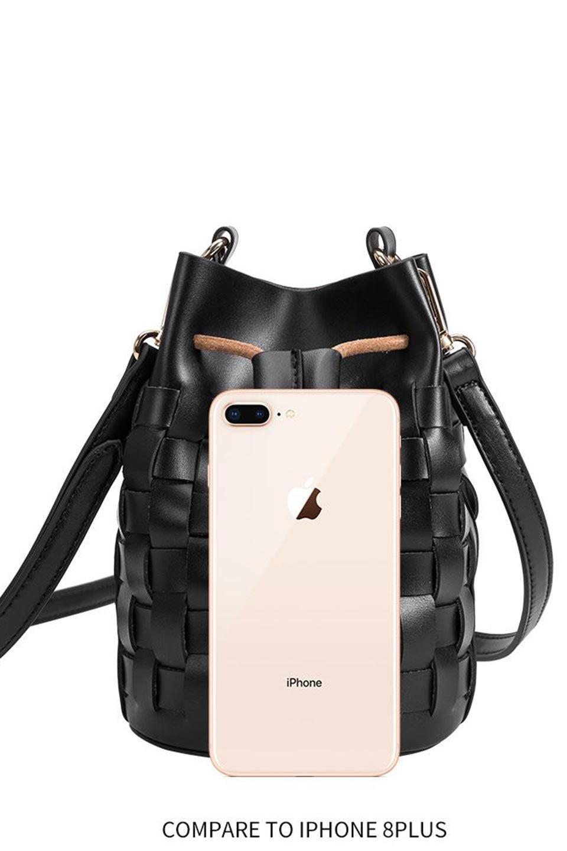 meliebiancoのJody(Nude)編み込み・巾着ミニショルダーバッグ/海外ファッション好きにオススメのインポートバッグとかばん、MelieBianco(メリービアンコ)のバッグやショルダーバッグ。iPhoneと最小限の持ち物だけでお出かけするのにぴったりな巾着バッグ。大きな財布が必要ないキャッシュレス世代にお勧めのコンパクトサイズのショルダーバッグです。/main-14