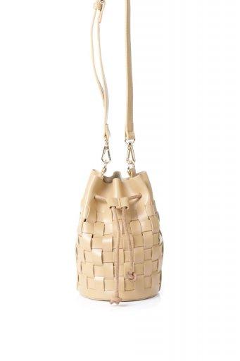 海外ファッションや大人カジュアルのためのインポートバッグ、かばんmelie bianco(メリービアンコ)のJody (Nude) 編み込み・巾着ミニショルダーバッグ