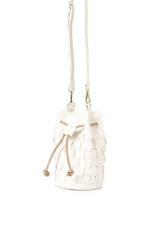 meliebiancoのJody(Bone)編み込み・巾着ミニショルダーバッグ/海外ファッション好きにオススメのインポートバッグとかばん、MelieBianco(メリービアンコ)のバッグやショルダーバッグ。iPhoneと最小限の持ち物だけでお出かけするのにぴったりな巾着バッグ。大きな財布が必要ないキャッシュレス世代にお勧めのコンパクトサイズのショルダーバッグです。/main-1