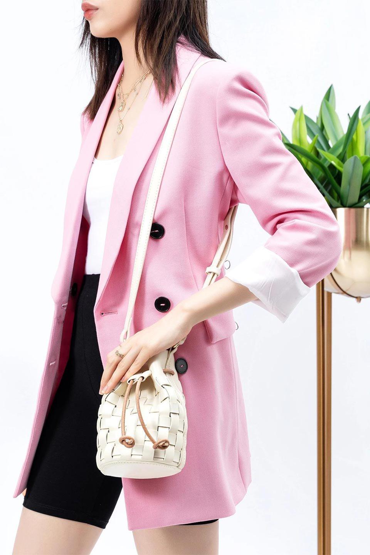 meliebiancoのJody(Bone)編み込み・巾着ミニショルダーバッグ/海外ファッション好きにオススメのインポートバッグとかばん、MelieBianco(メリービアンコ)のバッグやショルダーバッグ。iPhoneと最小限の持ち物だけでお出かけするのにぴったりな巾着バッグ。大きな財布が必要ないキャッシュレス世代にお勧めのコンパクトサイズのショルダーバッグです。/main-15