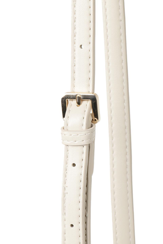 meliebiancoのJody(Bone)編み込み・巾着ミニショルダーバッグ/海外ファッション好きにオススメのインポートバッグとかばん、MelieBianco(メリービアンコ)のバッグやショルダーバッグ。iPhoneと最小限の持ち物だけでお出かけするのにぴったりな巾着バッグ。大きな財布が必要ないキャッシュレス世代にお勧めのコンパクトサイズのショルダーバッグです。/main-5