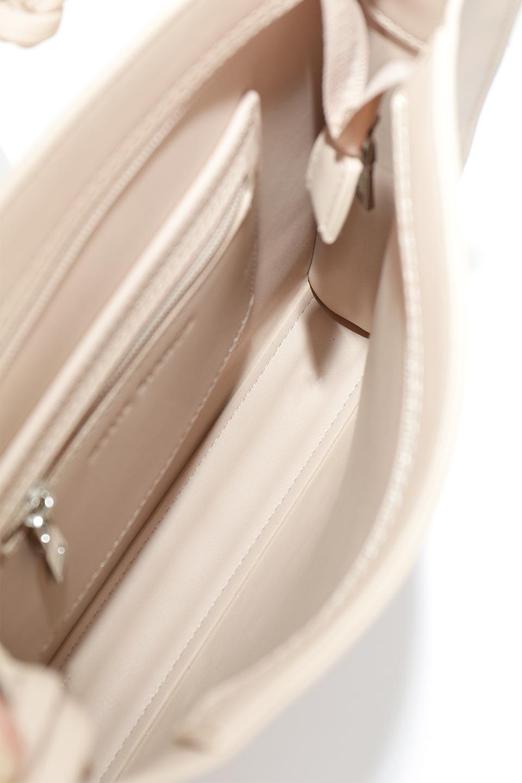 meliebiancoのJaniceLarge(Blush)タッセル付き・ノットストラップバッグ/海外ファッション好きにオススメのインポートバッグとかばん、MelieBianco(メリービアンコ)のバッグやショルダーバッグ。スリムでスッキリとしたデザインのショルダーバッグ。ノット(結び目)付きのストラップが可愛いアクセントになっています。/main-10