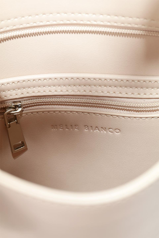 meliebiancoのJaniceLarge(Blush)タッセル付き・ノットストラップバッグ/海外ファッション好きにオススメのインポートバッグとかばん、MelieBianco(メリービアンコ)のバッグやショルダーバッグ。スリムでスッキリとしたデザインのショルダーバッグ。ノット(結び目)付きのストラップが可愛いアクセントになっています。/main-12