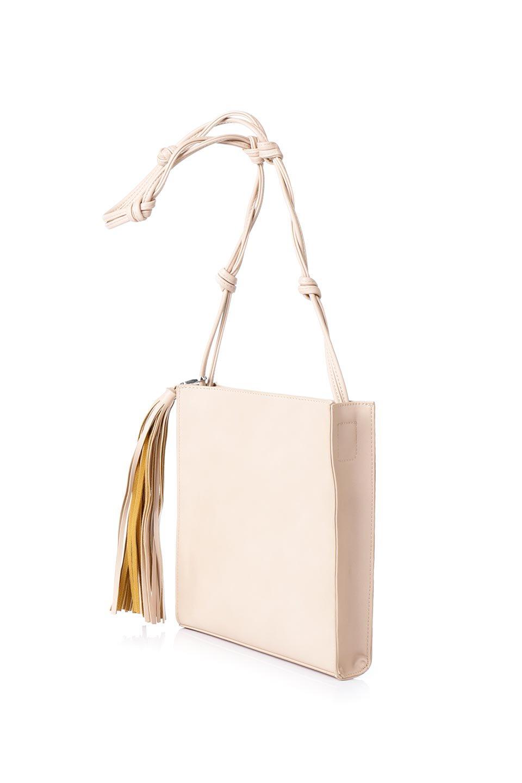 meliebiancoのJaniceLarge(Blush)タッセル付き・ノットストラップバッグ/海外ファッション好きにオススメのインポートバッグとかばん、MelieBianco(メリービアンコ)のバッグやショルダーバッグ。スリムでスッキリとしたデザインのショルダーバッグ。ノット(結び目)付きのストラップが可愛いアクセントになっています。/main-4