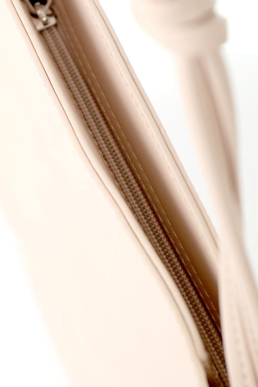 meliebiancoのJaniceLarge(Blush)タッセル付き・ノットストラップバッグ/海外ファッション好きにオススメのインポートバッグとかばん、MelieBianco(メリービアンコ)のバッグやショルダーバッグ。スリムでスッキリとしたデザインのショルダーバッグ。ノット(結び目)付きのストラップが可愛いアクセントになっています。/main-9