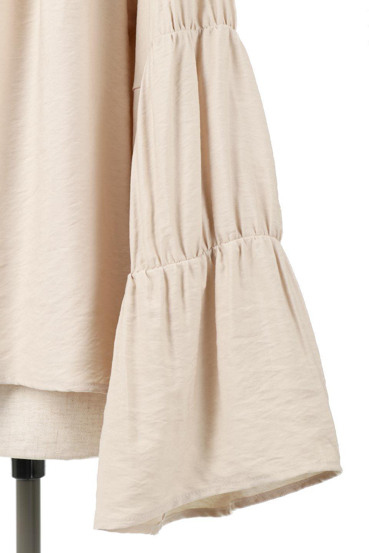 BackRibbonFlareSleeveBlouseフレアスリーブ・バックリボンブラウス大人カジュアルに最適な海外ファッションのothers(その他インポートアイテム)のトップスやシャツ・ブラウス。クレープ素材の透け感が上品なフレアスリーブ・ブラウス。袖と胸元のギャザーから生まれるドレープも素敵なアイテムです。/main-20