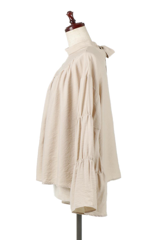 BackRibbonFlareSleeveBlouseフレアスリーブ・バックリボンブラウス大人カジュアルに最適な海外ファッションのothers(その他インポートアイテム)のトップスやシャツ・ブラウス。クレープ素材の透け感が上品なフレアスリーブ・ブラウス。袖と胸元のギャザーから生まれるドレープも素敵なアイテムです。/main-7