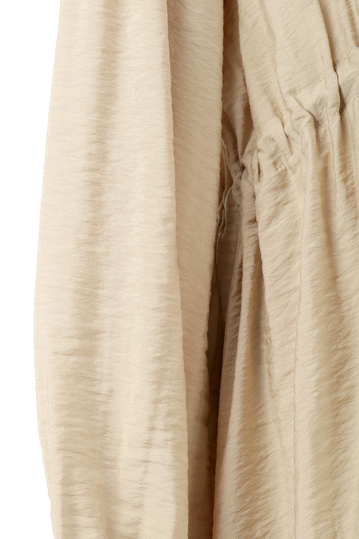 ZipOpenHoodieLongGownフルジップ・フード付きガウンコート大人カジュアルに最適な海外ファッションのothers(その他インポートアイテム)のアウターやコート。春の風が待ち遠しいロング丈のフード付きガウンコート。クラッシュサテンのブラウスのような軽やかな素材感です。/main-20