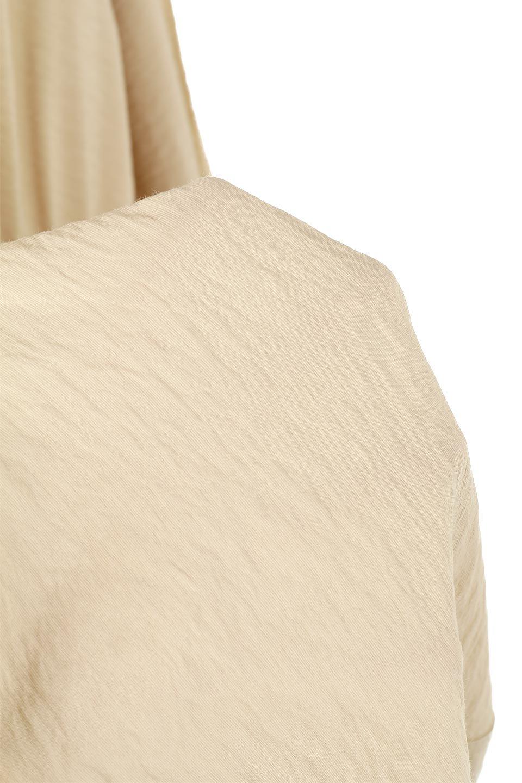 ZipOpenHoodieLongGownフルジップ・フード付きガウンコート大人カジュアルに最適な海外ファッションのothers(その他インポートアイテム)のアウターやコート。春の風が待ち遠しいロング丈のフード付きガウンコート。クラッシュサテンのブラウスのような軽やかな素材感です。/main-24