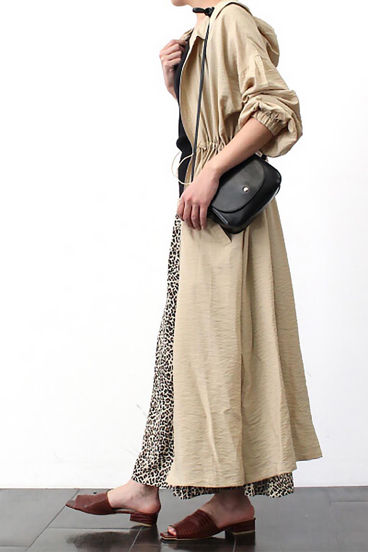 ZipOpenHoodieLongGownフルジップ・フード付きガウンコート大人カジュアルに最適な海外ファッションのothers(その他インポートアイテム)のアウターやコート。春の風が待ち遠しいロング丈のフード付きガウンコート。クラッシュサテンのブラウスのような軽やかな素材感です。/main-26