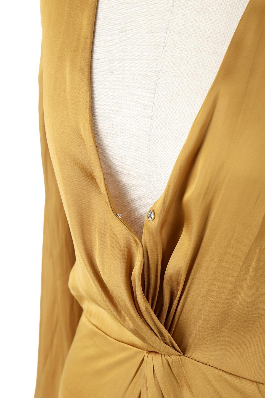TwistedFrontDetailMaxiDressフロントツイスト・サテンマキシワンピースfromL.A.大人カジュアルに最適な海外ファッションのothers(その他インポートアイテム)のワンピースやマキシワンピース。大人の雰囲気を醸し出すサテンの長袖ワンピース。上品な光沢のサテン地はその場を華やかにしてくれます。/main-9