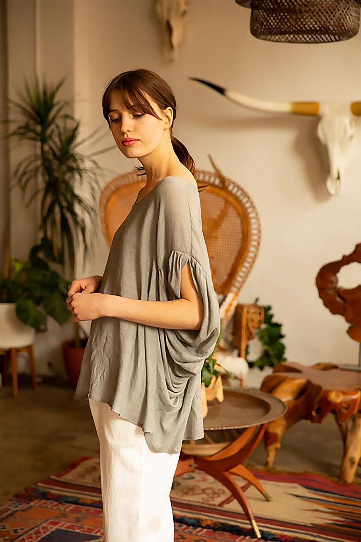 ButterflySleeveCocoonBlouseバタフライスリーブ・コクーンブラウスfromL.A.大人カジュアルに最適な海外ファッションのothers(その他インポートアイテム)のトップスやシャツ・ブラウス。透け感が人気のシアー素材のカジュアルブラウス。ヒラヒラ揺れる袖がとても可愛いデザインです。/main-14
