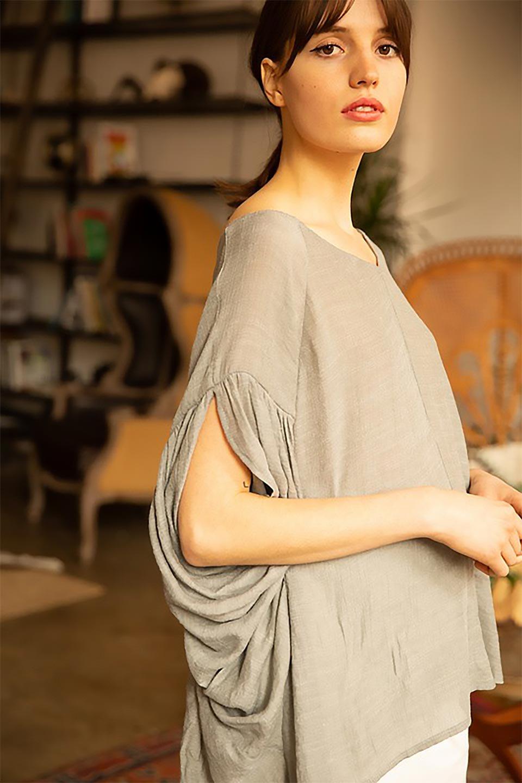 ButterflySleeveCocoonBlouseバタフライスリーブ・コクーンブラウスfromL.A.大人カジュアルに最適な海外ファッションのothers(その他インポートアイテム)のトップスやシャツ・ブラウス。透け感が人気のシアー素材のカジュアルブラウス。ヒラヒラ揺れる袖がとても可愛いデザインです。/main-16