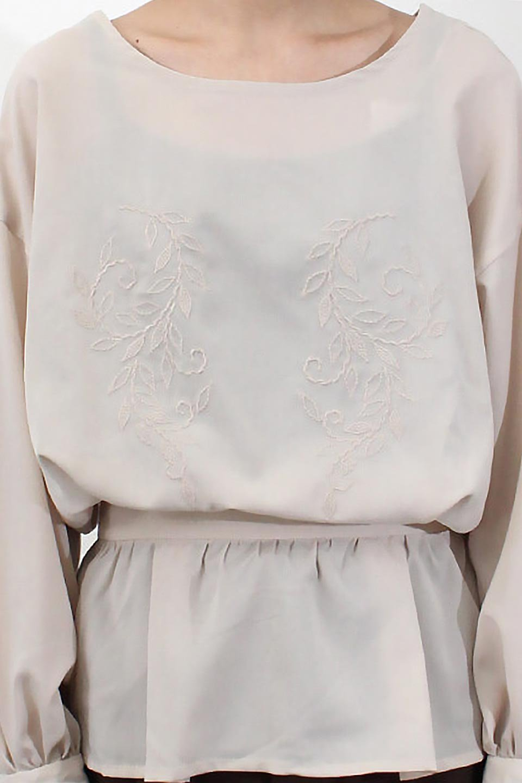 FloralEmbroideredSemiSheerBlouse花柄刺しゅう・セミシアーブラウス大人カジュアルに最適な海外ファッションのothers(その他インポートアイテム)のトップスやシャツ・ブラウス。同色の花柄刺しゅうが可愛いシアーブラウス。ウエストの細見えデザインでパンツやスカートなど、ボトムを選ばず合わせやすいアイテムです。/main-30