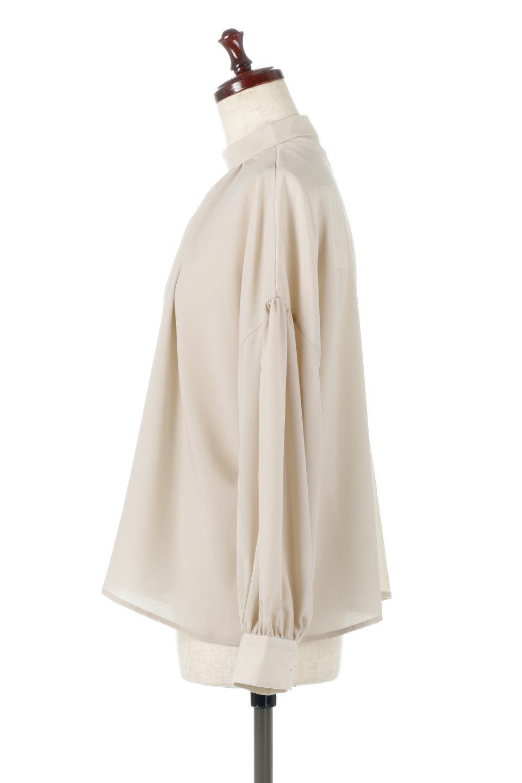 HighNeckGatheredBlouseハイネック・ギャザーブラウス大人カジュアルに最適な海外ファッションのothers(その他インポートアイテム)のトップスやシャツ・ブラウス。春にぴったりのハイネックブラウス。首元のギャザーから伸びるドレープが素敵な長袖ブラウス。/main-12