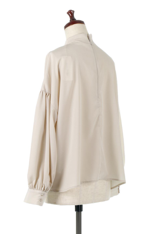 HighNeckGatheredBlouseハイネック・ギャザーブラウス大人カジュアルに最適な海外ファッションのothers(その他インポートアイテム)のトップスやシャツ・ブラウス。春にぴったりのハイネックブラウス。首元のギャザーから伸びるドレープが素敵な長袖ブラウス。/main-13