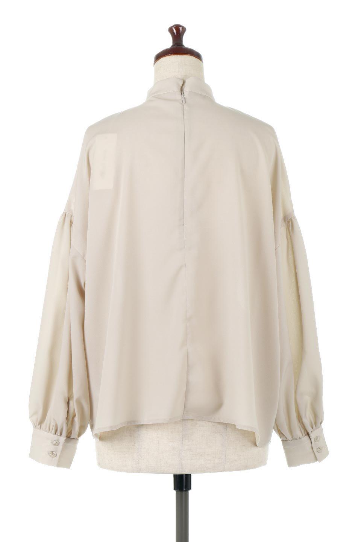 HighNeckGatheredBlouseハイネック・ギャザーブラウス大人カジュアルに最適な海外ファッションのothers(その他インポートアイテム)のトップスやシャツ・ブラウス。春にぴったりのハイネックブラウス。首元のギャザーから伸びるドレープが素敵な長袖ブラウス。/main-14