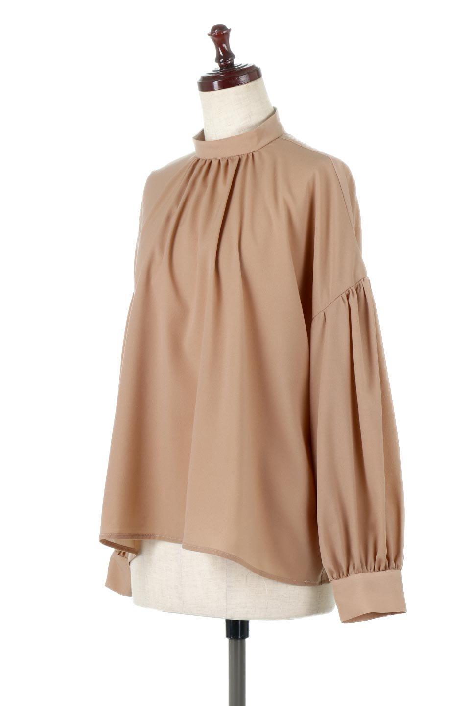 HighNeckGatheredBlouseハイネック・ギャザーブラウス大人カジュアルに最適な海外ファッションのothers(その他インポートアイテム)のトップスやシャツ・ブラウス。春にぴったりのハイネックブラウス。首元のギャザーから伸びるドレープが素敵な長袖ブラウス。/main-16