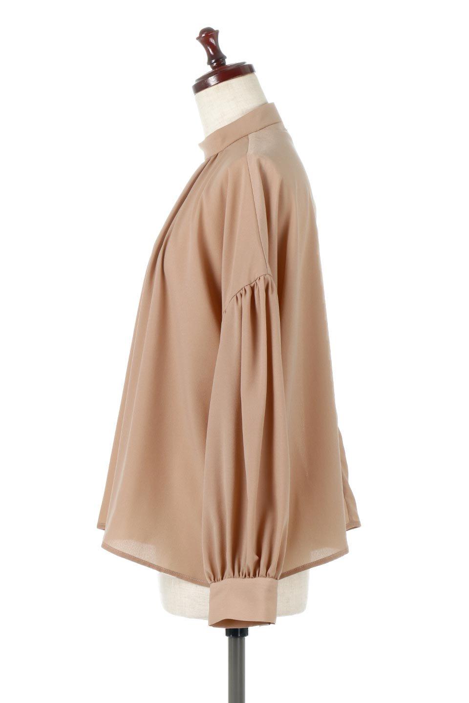 HighNeckGatheredBlouseハイネック・ギャザーブラウス大人カジュアルに最適な海外ファッションのothers(その他インポートアイテム)のトップスやシャツ・ブラウス。春にぴったりのハイネックブラウス。首元のギャザーから伸びるドレープが素敵な長袖ブラウス。/main-17