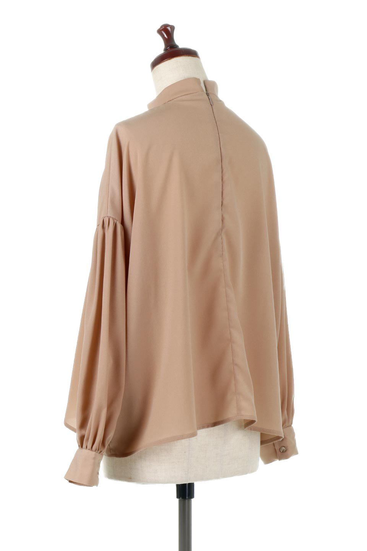 HighNeckGatheredBlouseハイネック・ギャザーブラウス大人カジュアルに最適な海外ファッションのothers(その他インポートアイテム)のトップスやシャツ・ブラウス。春にぴったりのハイネックブラウス。首元のギャザーから伸びるドレープが素敵な長袖ブラウス。/main-18