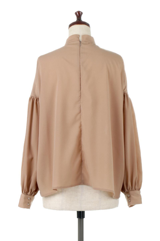 HighNeckGatheredBlouseハイネック・ギャザーブラウス大人カジュアルに最適な海外ファッションのothers(その他インポートアイテム)のトップスやシャツ・ブラウス。春にぴったりのハイネックブラウス。首元のギャザーから伸びるドレープが素敵な長袖ブラウス。/main-19