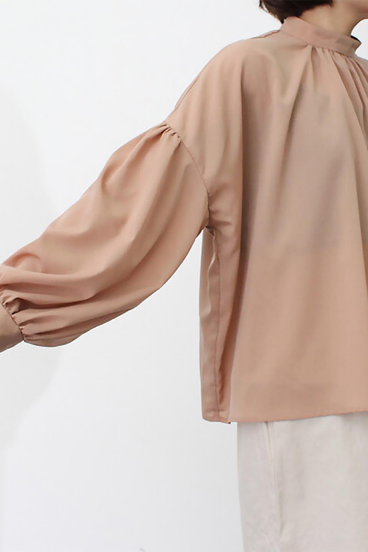 HighNeckGatheredBlouseハイネック・ギャザーブラウス大人カジュアルに最適な海外ファッションのothers(その他インポートアイテム)のトップスやシャツ・ブラウス。春にぴったりのハイネックブラウス。首元のギャザーから伸びるドレープが素敵な長袖ブラウス。/main-29