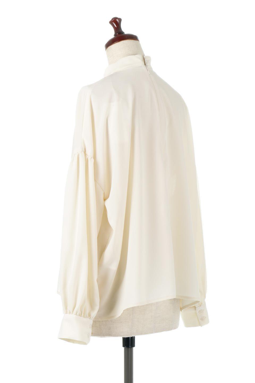 HighNeckGatheredBlouseハイネック・ギャザーブラウス大人カジュアルに最適な海外ファッションのothers(その他インポートアイテム)のトップスやシャツ・ブラウス。春にぴったりのハイネックブラウス。首元のギャザーから伸びるドレープが素敵な長袖ブラウス。/main-8