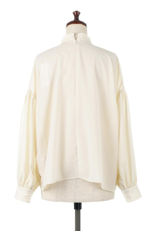 HighNeckGatheredBlouseハイネック・ギャザーブラウス大人カジュアルに最適な海外ファッションのothers(その他インポートアイテム)のトップスやシャツ・ブラウス。春にぴったりのハイネックブラウス。首元のギャザーから伸びるドレープが素敵な長袖ブラウス。/main-9