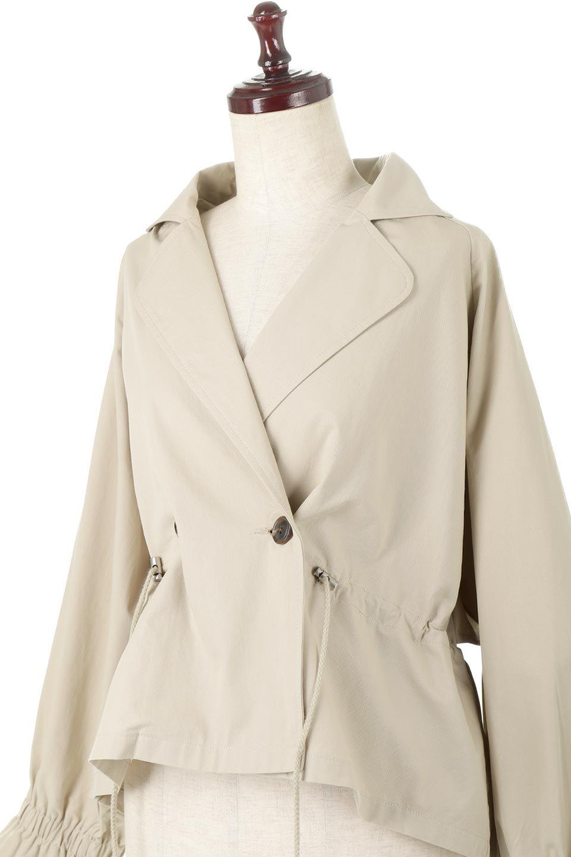 WaistTieShortTrenchJacketウエストドロスト・ショートトレンチ大人カジュアルに最適な海外ファッションのothers(その他インポートアイテム)のトップスやシャツ・ブラウス。ボリューミーな袖とコンパクトな丈感が好バランスなデザインのショートトレンチジャケット。肩線を落としたショルダーや抜き襟でゆったり羽織れるラフなシルエットが今年顔。/main-17