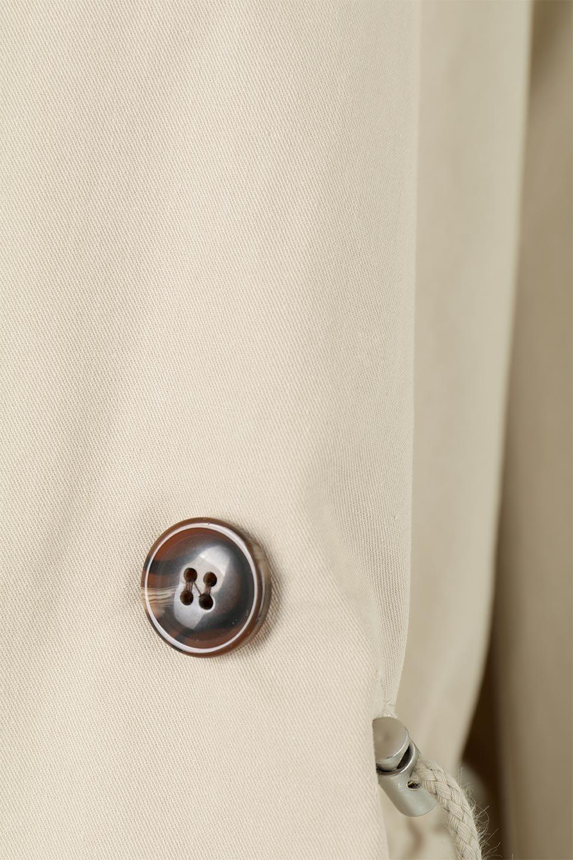 WaistTieShortTrenchJacketウエストドロスト・ショートトレンチ大人カジュアルに最適な海外ファッションのothers(その他インポートアイテム)のトップスやシャツ・ブラウス。ボリューミーな袖とコンパクトな丈感が好バランスなデザインのショートトレンチジャケット。肩線を落としたショルダーや抜き襟でゆったり羽織れるラフなシルエットが今年顔。/main-26