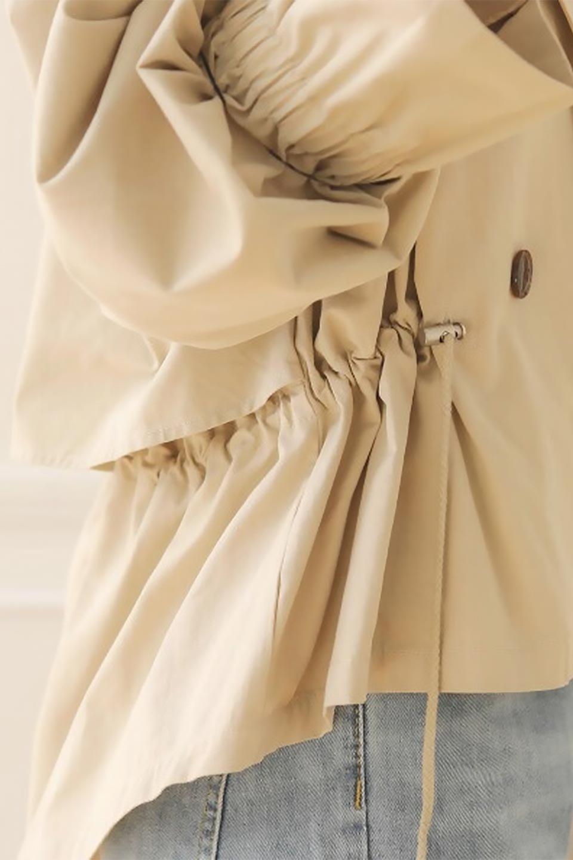WaistTieShortTrenchJacketウエストドロスト・ショートトレンチ大人カジュアルに最適な海外ファッションのothers(その他インポートアイテム)のトップスやシャツ・ブラウス。ボリューミーな袖とコンパクトな丈感が好バランスなデザインのショートトレンチジャケット。肩線を落としたショルダーや抜き襟でゆったり羽織れるラフなシルエットが今年顔。/main-29