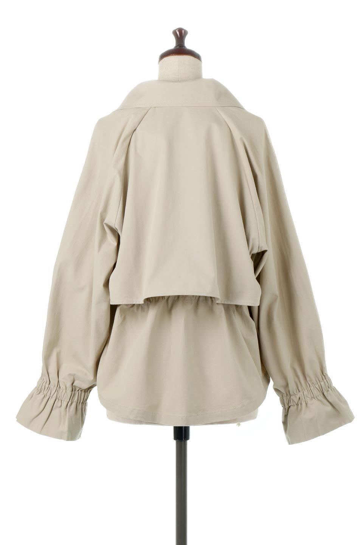 WaistTieShortTrenchJacketウエストドロスト・ショートトレンチ大人カジュアルに最適な海外ファッションのothers(その他インポートアイテム)のトップスやシャツ・ブラウス。ボリューミーな袖とコンパクトな丈感が好バランスなデザインのショートトレンチジャケット。肩線を落としたショルダーや抜き襟でゆったり羽織れるラフなシルエットが今年顔。/main-9