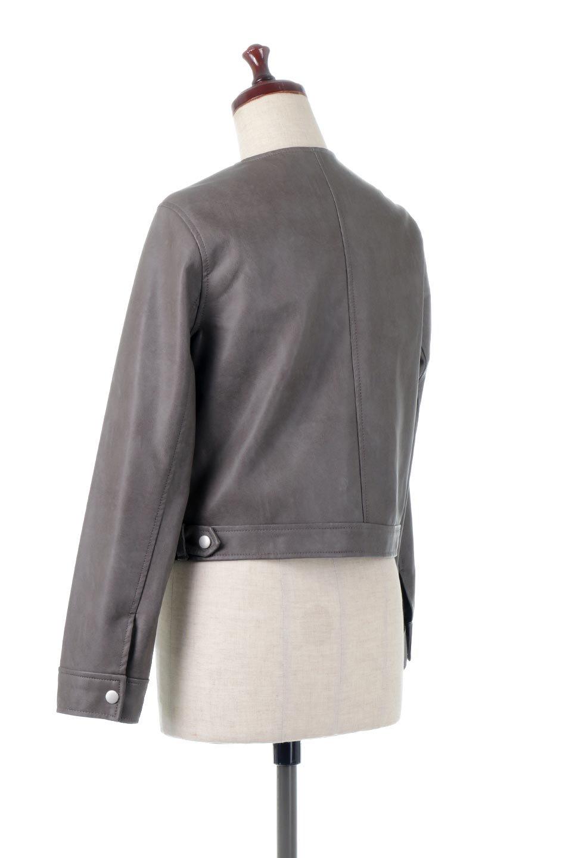 EcoLeatherCollarlessBikerJacketエコレザー・ノーカラーライダースジャケット大人カジュアルに最適な海外ファッションのothers(その他インポートアイテム)のアウターやジャケット。ノーカラーで春でもすっきり着こなせるシンプルなライダースジャケット。ワンピース、スカートなど様々なアイテムとのコーデが楽しめるオールラウンドなアウターです。/main-8