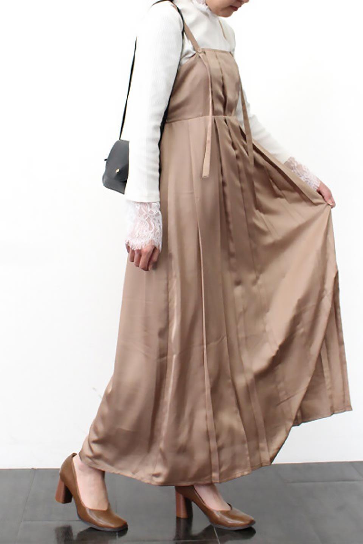 FrontTackedShinySatinLongDressフロントタック・サテンワンピース大人カジュアルに最適な海外ファッションのothers(その他インポートアイテム)のワンピースやマキシワンピース。なめらかな光沢のサテン生地を使用したロングワンピース。様々なトップスと遊べるジャンパースカートタイプのデザイン。/main-27