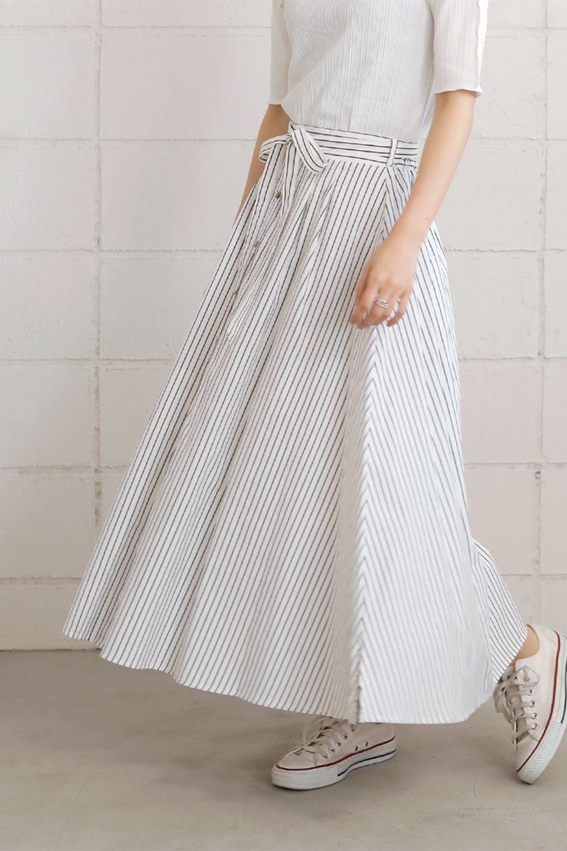 FrontButtonFlareSkirtフロントボタン・フレアスカート大人カジュアルに最適な海外ファッションのothers(その他インポートアイテム)のボトムやスカート。さらっとした素材感でシルエットがキレイなフレアスカートフロントに並ぶ小さなボタンが可愛いフレアスカート。柔らかすぎない生地感で、動くたびにしっかりときれいなシルエットが保てるようになっています。/main-23