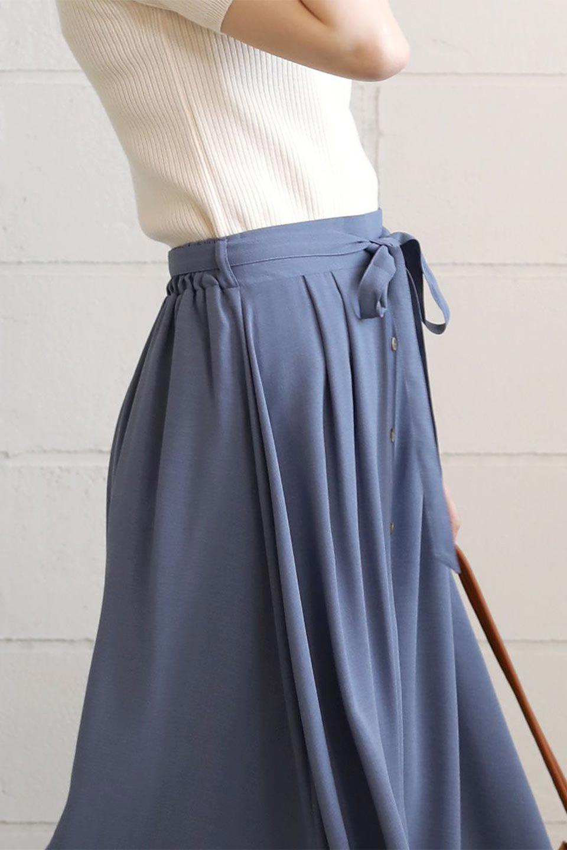 FrontButtonFlareSkirtフロントボタン・フレアスカート大人カジュアルに最適な海外ファッションのothers(その他インポートアイテム)のボトムやスカート。さらっとした素材感でシルエットがキレイなフレアスカートフロントに並ぶ小さなボタンが可愛いフレアスカート。柔らかすぎない生地感で、動くたびにしっかりときれいなシルエットが保てるようになっています。/main-27