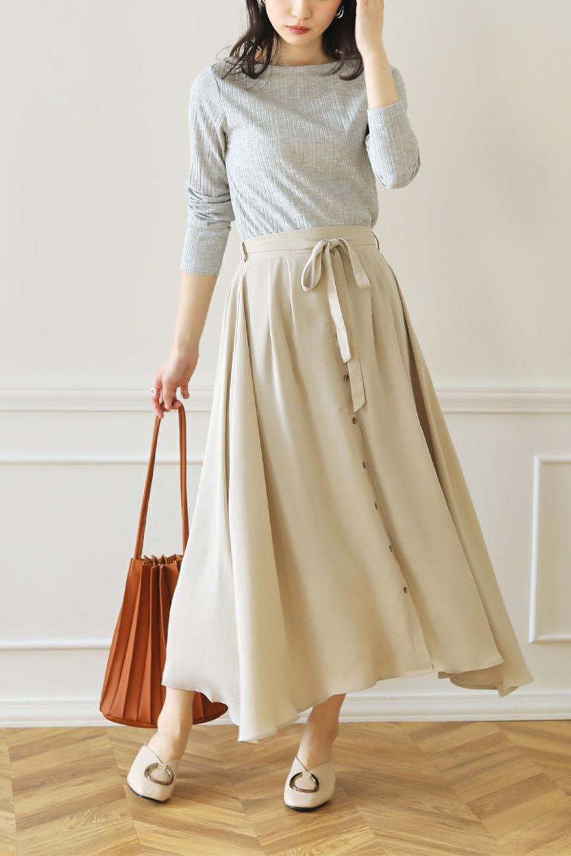 FrontButtonFlareSkirtフロントボタン・フレアスカート大人カジュアルに最適な海外ファッションのothers(その他インポートアイテム)のボトムやスカート。さらっとした素材感でシルエットがキレイなフレアスカートフロントに並ぶ小さなボタンが可愛いフレアスカート。柔らかすぎない生地感で、動くたびにしっかりときれいなシルエットが保てるようになっています。/main-30