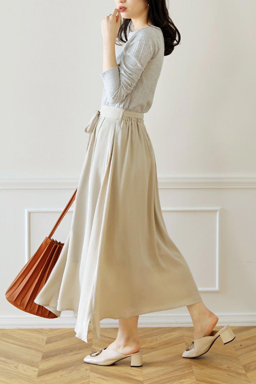 FrontButtonFlareSkirtフロントボタン・フレアスカート大人カジュアルに最適な海外ファッションのothers(その他インポートアイテム)のボトムやスカート。さらっとした素材感でシルエットがキレイなフレアスカートフロントに並ぶ小さなボタンが可愛いフレアスカート。柔らかすぎない生地感で、動くたびにしっかりときれいなシルエットが保てるようになっています。/main-31