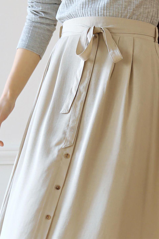 FrontButtonFlareSkirtフロントボタン・フレアスカート大人カジュアルに最適な海外ファッションのothers(その他インポートアイテム)のボトムやスカート。さらっとした素材感でシルエットがキレイなフレアスカートフロントに並ぶ小さなボタンが可愛いフレアスカート。柔らかすぎない生地感で、動くたびにしっかりときれいなシルエットが保てるようになっています。/main-35