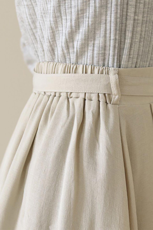 FrontButtonFlareSkirtフロントボタン・フレアスカート大人カジュアルに最適な海外ファッションのothers(その他インポートアイテム)のボトムやスカート。さらっとした素材感でシルエットがキレイなフレアスカートフロントに並ぶ小さなボタンが可愛いフレアスカート。柔らかすぎない生地感で、動くたびにしっかりときれいなシルエットが保てるようになっています。/main-36