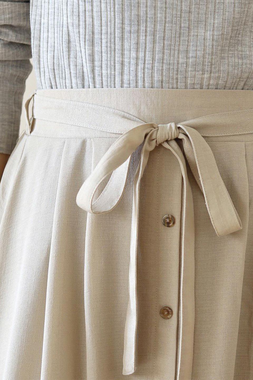 FrontButtonFlareSkirtフロントボタン・フレアスカート大人カジュアルに最適な海外ファッションのothers(その他インポートアイテム)のボトムやスカート。さらっとした素材感でシルエットがキレイなフレアスカートフロントに並ぶ小さなボタンが可愛いフレアスカート。柔らかすぎない生地感で、動くたびにしっかりときれいなシルエットが保てるようになっています。/main-37