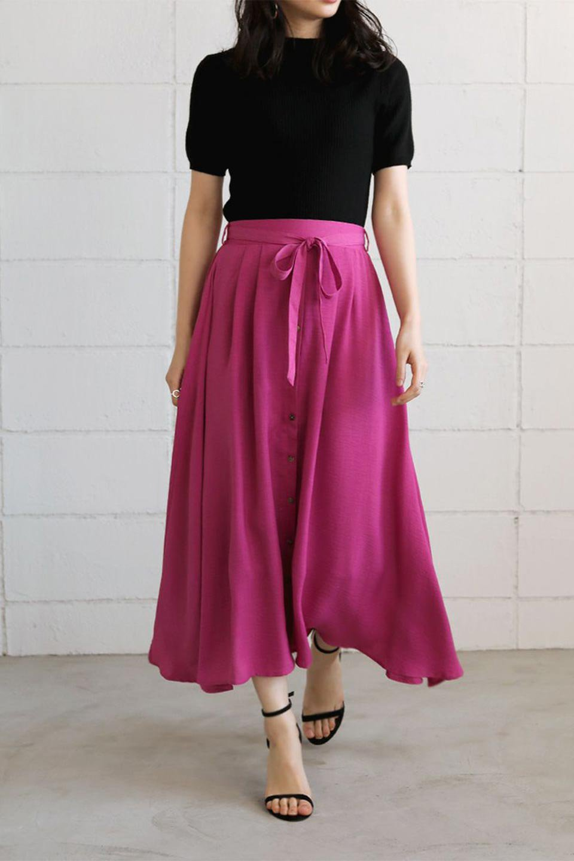 FrontButtonFlareSkirtフロントボタン・フレアスカート大人カジュアルに最適な海外ファッションのothers(その他インポートアイテム)のボトムやスカート。さらっとした素材感でシルエットがキレイなフレアスカートフロントに並ぶ小さなボタンが可愛いフレアスカート。柔らかすぎない生地感で、動くたびにしっかりときれいなシルエットが保てるようになっています。/main-40