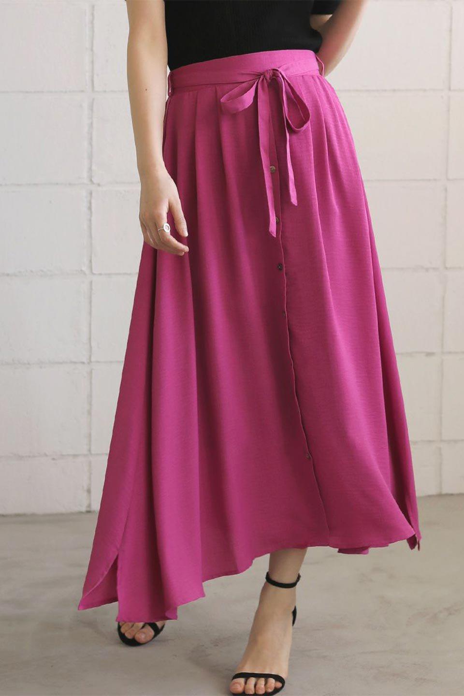 FrontButtonFlareSkirtフロントボタン・フレアスカート大人カジュアルに最適な海外ファッションのothers(その他インポートアイテム)のボトムやスカート。さらっとした素材感でシルエットがキレイなフレアスカートフロントに並ぶ小さなボタンが可愛いフレアスカート。柔らかすぎない生地感で、動くたびにしっかりときれいなシルエットが保てるようになっています。/main-42