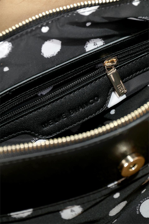 meliebiancoのLeslie(Black)センターポケット・トートバッグ/海外ファッション好きにオススメのインポートバッグとかばん、MelieBianco(メリービアンコ)のバッグやトートバッグ。荷室が別れてとても使いやすいバッグ。ファイルも入る大きめのサイズで仕事用としても活躍します。/main-11
